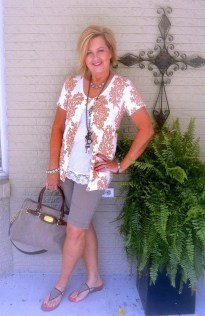 Elegant Summer Outfits Ideas For Women Over 40 Years Old40
