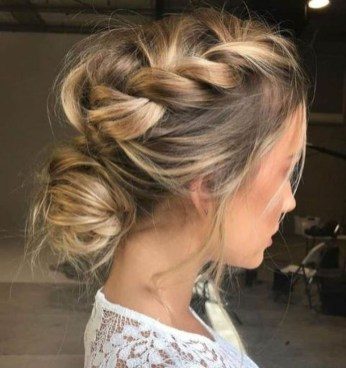 Fashionable Hairstyle Ideas For Summer Wedding Guest07