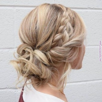 Fashionable Hairstyle Ideas For Summer Wedding Guest18