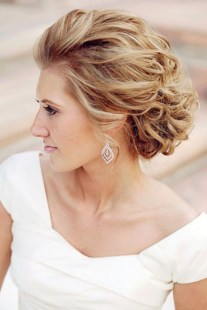 Fashionable Hairstyle Ideas For Summer Wedding Guest21
