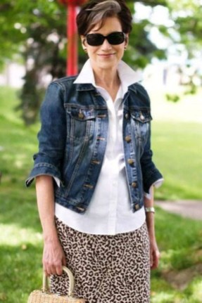 Pretty Styles Ideas For 50 Year Old Woman16