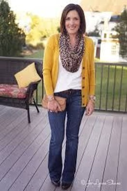 Pretty Styles Ideas For 50 Year Old Woman27