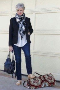 Pretty Styles Ideas For 50 Year Old Woman32