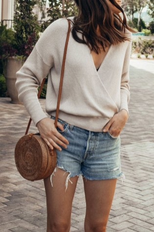 Affordable Women Outfit Ideas For Summer With Sweaters13