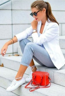 Charming Minimalist Outfits Ideas To Inspire Your Style22