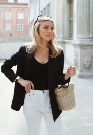 Charming Minimalist Outfits Ideas To Inspire Your Style30