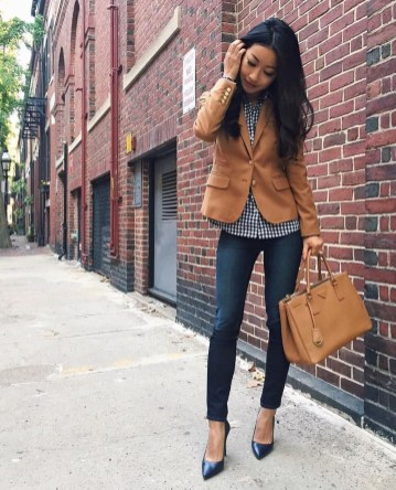 Charming Winter Outfits Ideas To Go To Office14