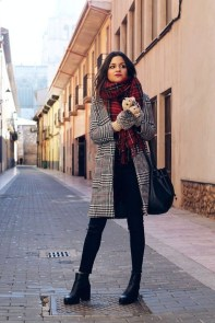 Charming Winter Outfits Ideas To Go To Office19