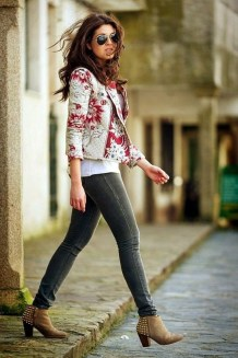 Cozy Combinations Ideas With Floral Blazers You Must Try11
