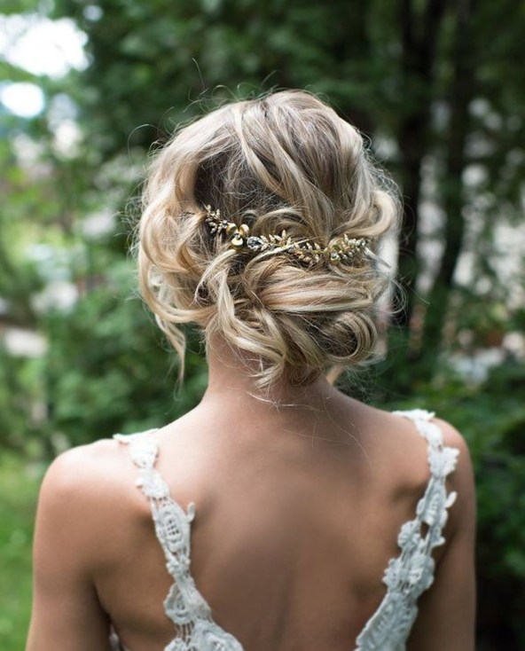 Elegant Wedding Hairstyle Ideas For Brides To Try40