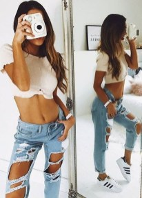 Hottest Women Summer Outfits Ideas With Ripped Jeans To Try13
