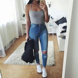 Hottest Women Summer Outfits Ideas With Ripped Jeans To Try19