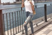 Hottest Women Summer Outfits Ideas With Ripped Jeans To Try29