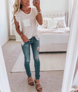 Hottest Women Summer Outfits Ideas With Ripped Jeans To Try32