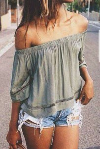 Hottest Women Summer Outfits Ideas With Ripped Jeans To Try34