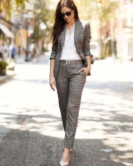 Impressive Spring And Summer Work Outfits Ideas For Women29