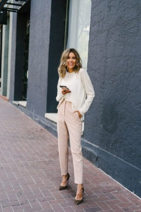 Impressive Spring And Summer Work Outfits Ideas For Women35