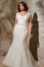 Impressive Wedding Dresses Ideas That Are Perfect For Curvy Brides17
