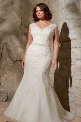Impressive Wedding Dresses Ideas That Are Perfect For Curvy Brides17