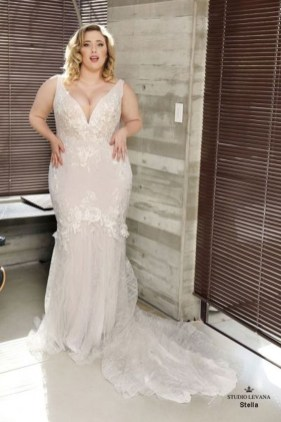 Impressive Wedding Dresses Ideas That Are Perfect For Curvy Brides18