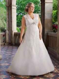 Impressive Wedding Dresses Ideas That Are Perfect For Curvy Brides30