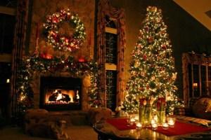 amazing-traditional-christmas-tree-decorations-915x610