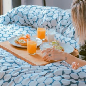 7 Healthy Bedtime Snacks (that won't leave you bloated in the morning)