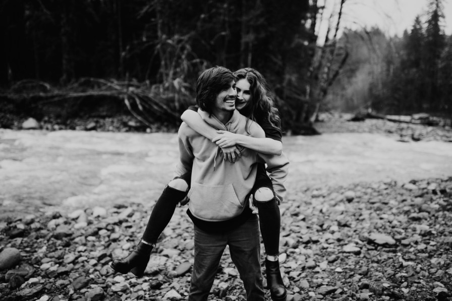Wenatchee-national-forest-engagement-session-photographer-019.jpg