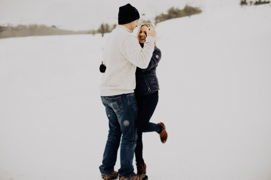 cute-winter-engagement-session-006.jpg