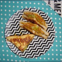 French toast with guacamole and peppered ham