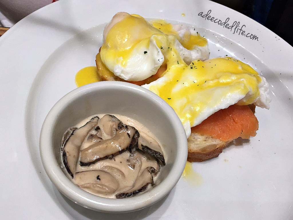 Swensens eggs benedict