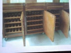 Cave para 220 garrafas, com sistema de refrigeração próprios. Particular. Itaipava - RJ. 2011.