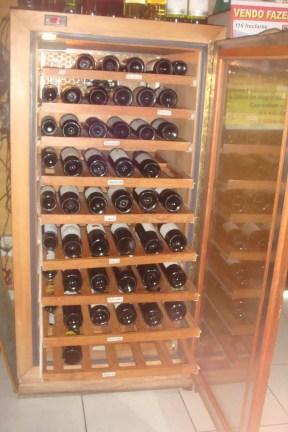 Cave climatizada - 120 garrafas. Itaipava. RJ