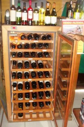 Cave climatizada - 120 garrafas. Itaipava.