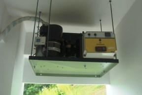 Compressor de 1 HP. Adega particular. Itaipava, RJ. 2010.