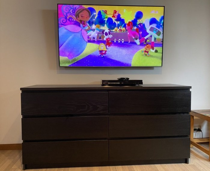 Mounting a large TV with Sanus bracket Campbelltown