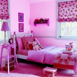 Mai multe nuante de roz intens si accente de rosu in camera de fete Foto Copyright © Akzo Nobel
