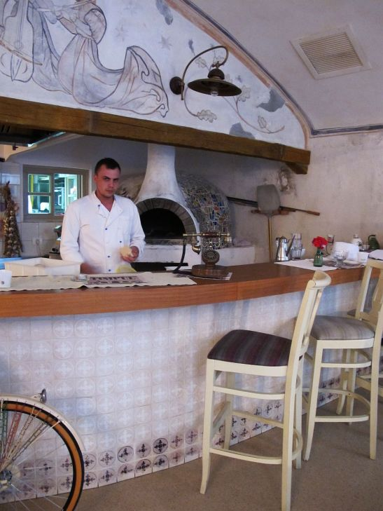 adelaparvu.com despre Cafeneaua Veche (9)