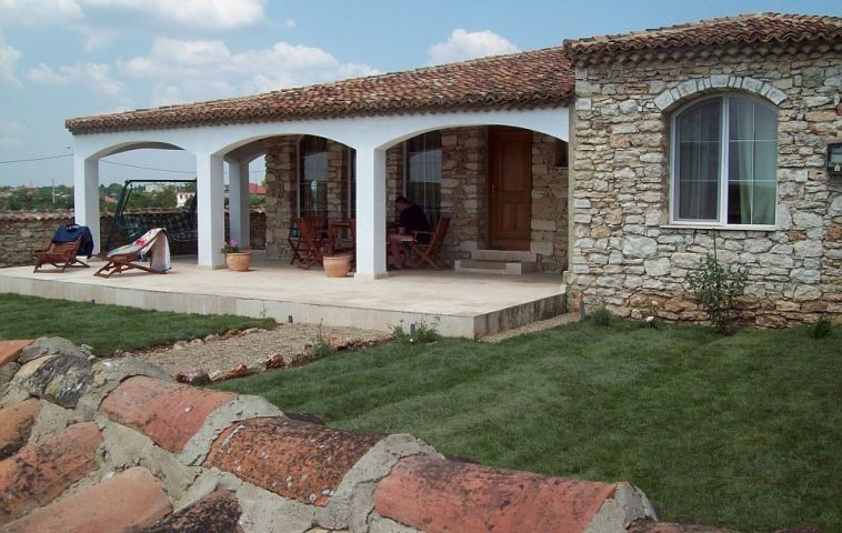 Casa construita de zidarul Mihai Cubanit
