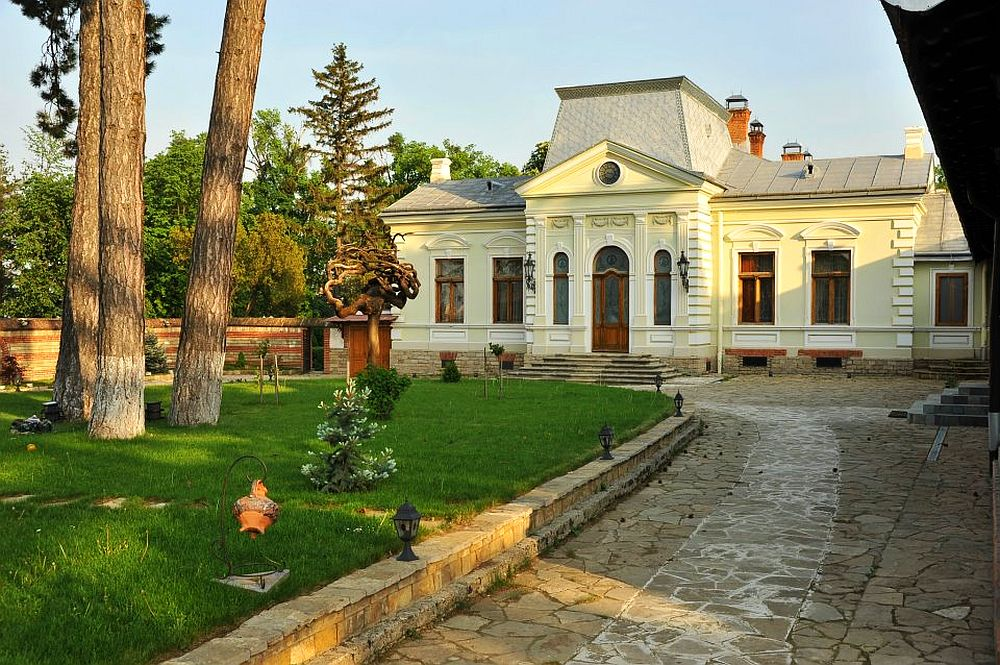 adelaparvu.com despre Conacul Polizu, Polizu Manor, Romania (16)