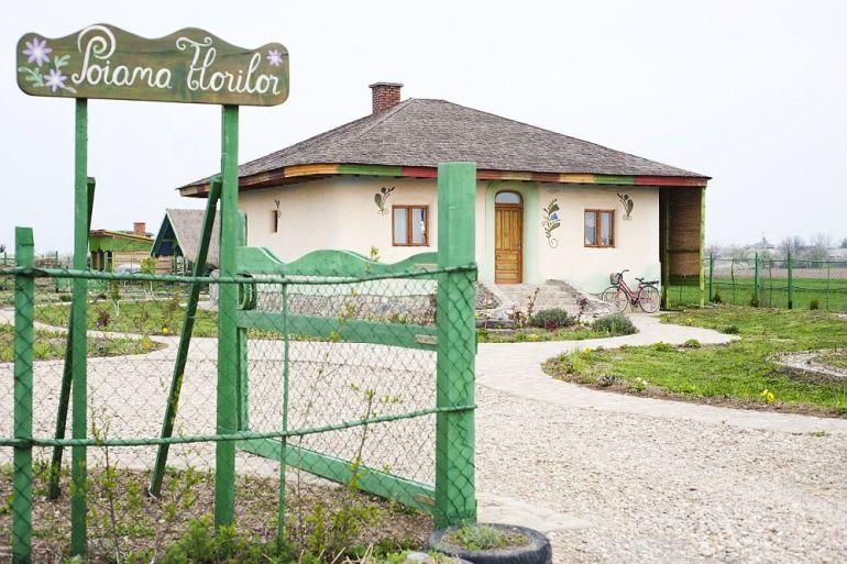 adelaparvu.com despre casa din chirpici la Ciolpani, Poiana Florilor, designer Elena Vasiliu arh. Raluca Suru, Foto Dragos Boldea (60)