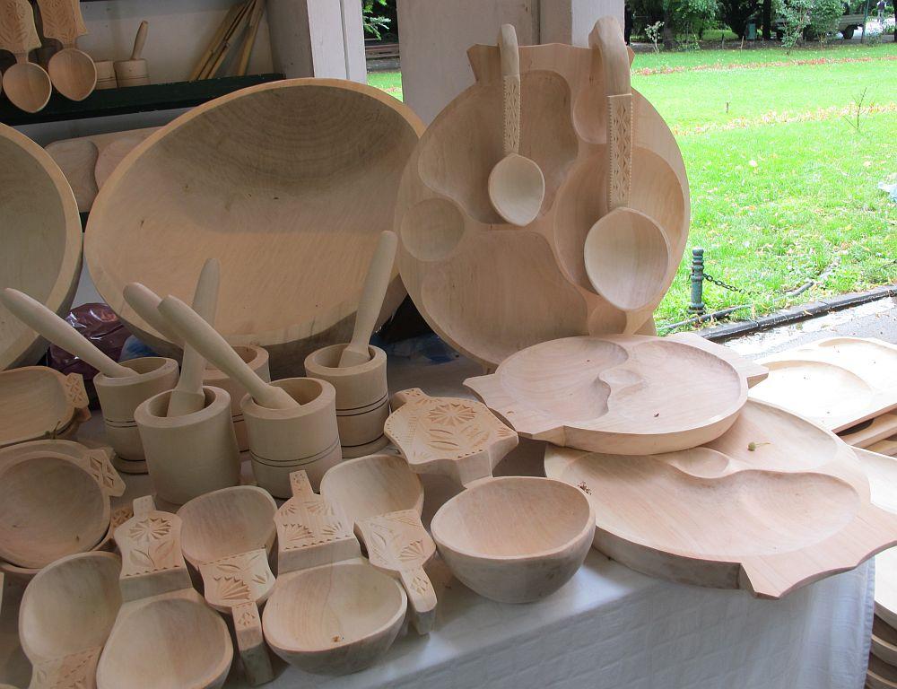 adelaparvu.com despre obiecte cioplite in lemn de familia Lepadatu Baneni Valcea, obiecte de bucatarie si tabure traditionale din lemn (15)