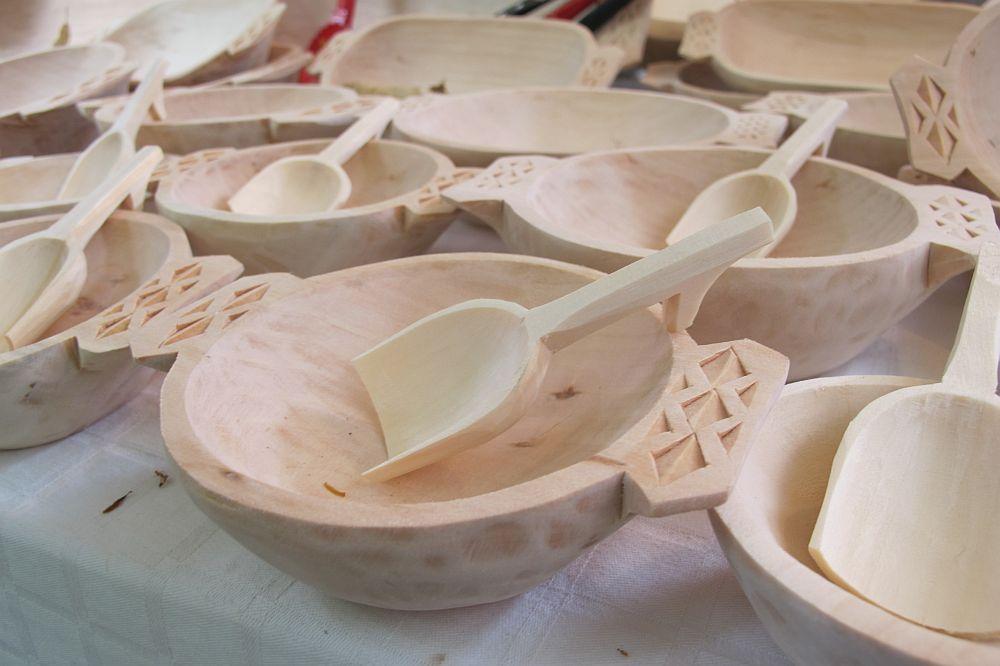 adelaparvu.com despre obiecte cioplite in lemn de familia Lepadatu Baneni Valcea, obiecte de bucatarie si tabure traditionale din lemn (17)