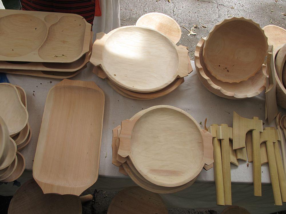 adelaparvu.com despre obiecte cioplite in lemn de familia Lepadatu Baneni Valcea, obiecte de bucatarie si tabure traditionale din lemn (19)
