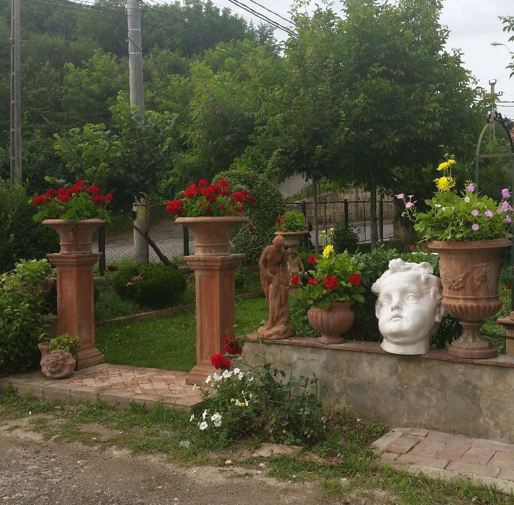 adelaparvu.com despre vase de gradina, ghivece si ornamente din teracota, lut, Terecote Sighisoara Romania (3)