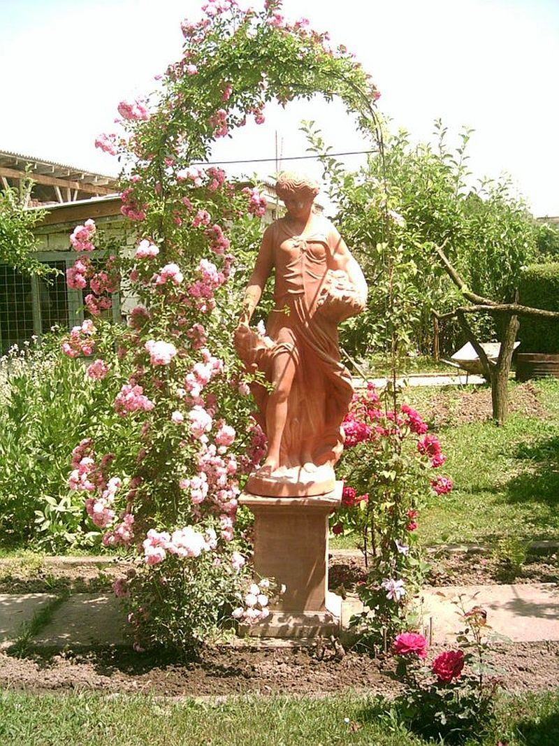 adelaparvu.com despre vase, ghivece, statuete, jardiniere din teracota, design Terecote, Sighisoara (21)