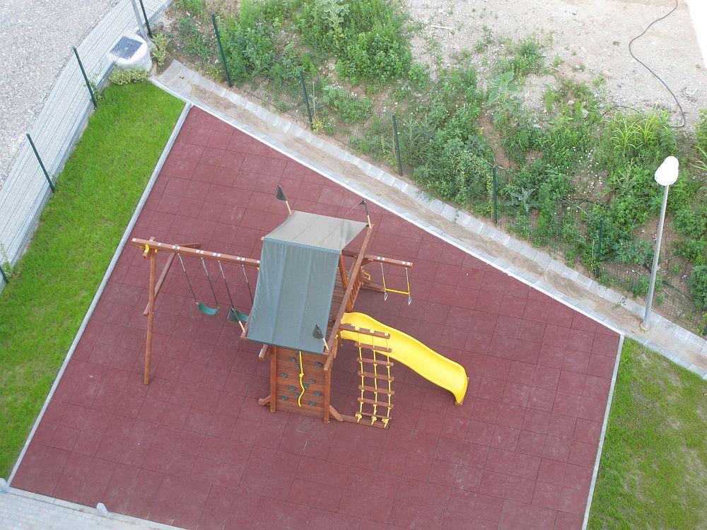 Locul de joaca vazut de la etajul 6