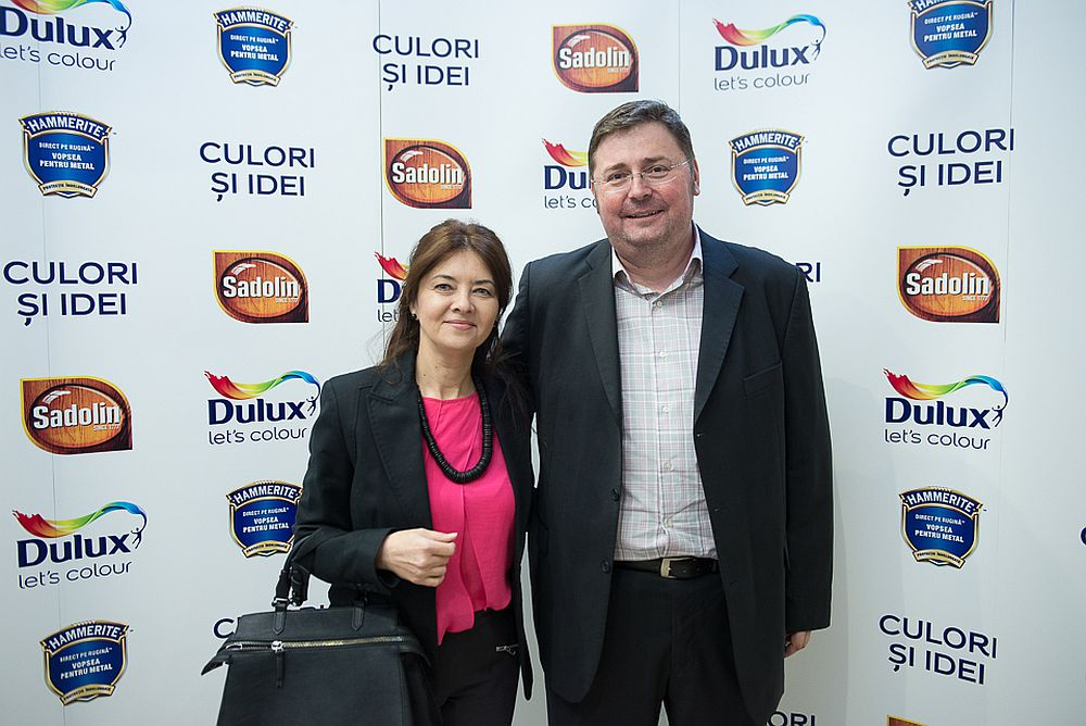 Desigerul Simona Bonea alaturi de Marius Pintea marketing manager Akzo Nobel Romania