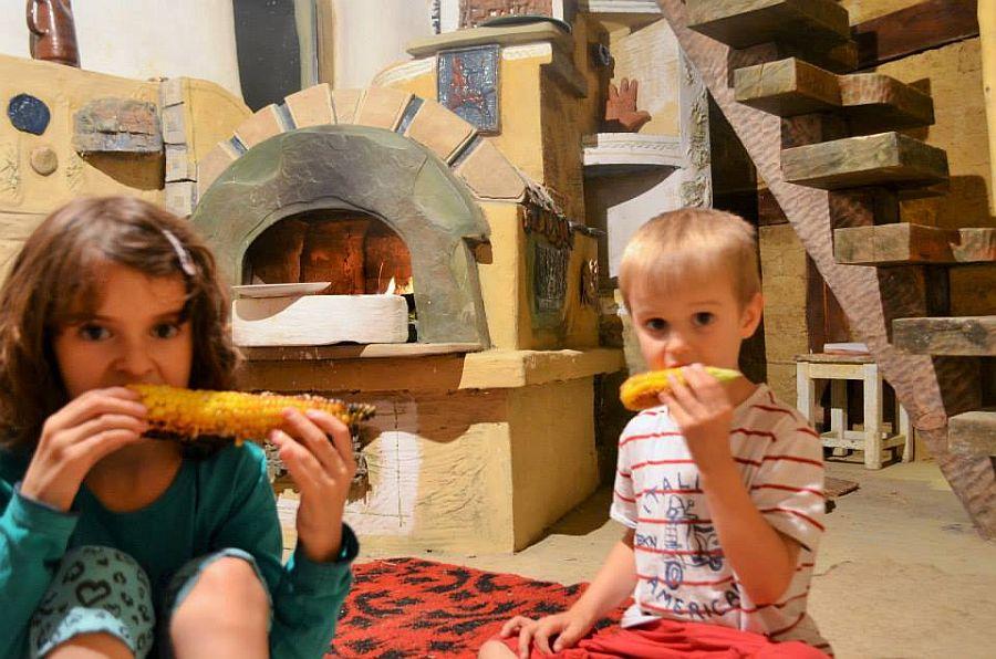adelaparvu.com despre casa din baloti de paie Popasul Verde, Sangeorz Bai, Romania, proprietar Paul Axinte (14)