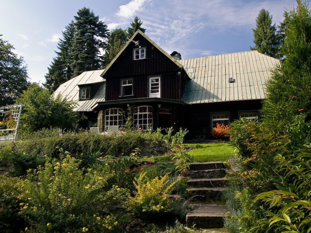 adelaparvu.com despre gradina cu aer salbatic, pensiune Polonia Willa Anna (9)